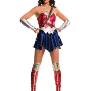 Wonder Woman Justice League Naamiaisasu